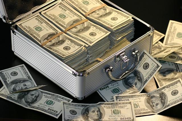 デヴィ夫人 横領 16万円